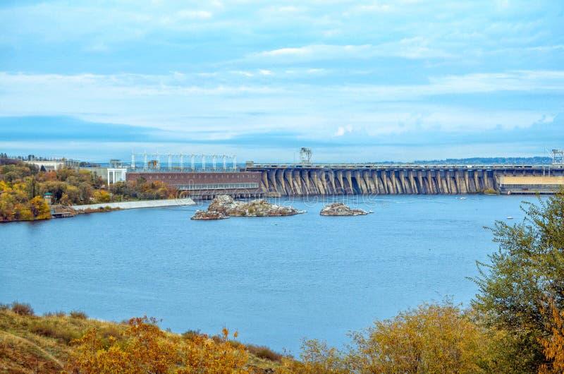 Herbststadtbild von Khortitsa-Insel in Zaporizhia, Ukraine stockfotos