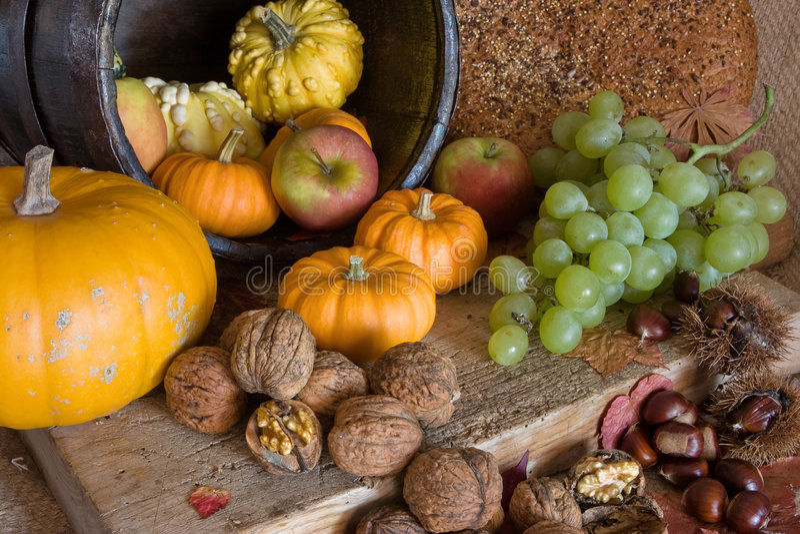 Herbsttabelle lizenzfreies stockfoto