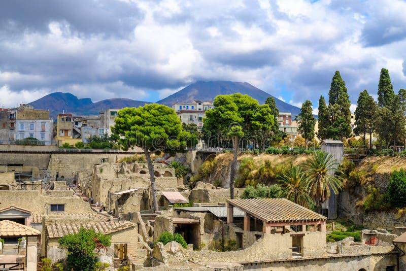 herculaneum Vue sur la ville antique et le mont Vésuve photos libres de droits
