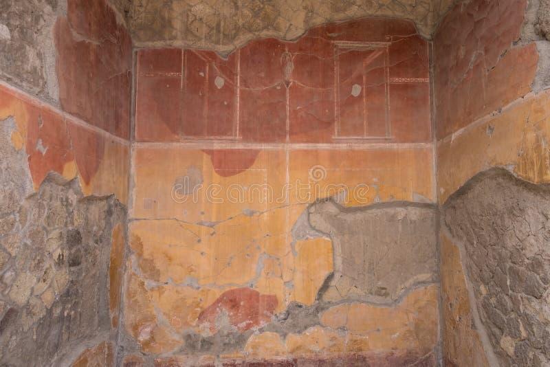 Herculano, Italia Ciérrese para arriba del detalle de la demostración de la pared, en las ruinas de la ciudad romana de Herculano fotos de archivo libres de regalías
