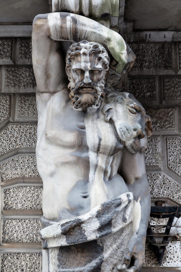 Hercules als Atlant stock foto's