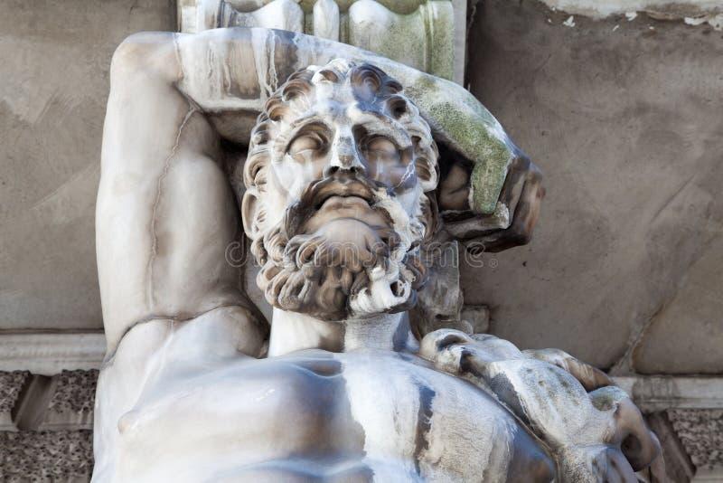 Hercules als Atlant stock fotografie