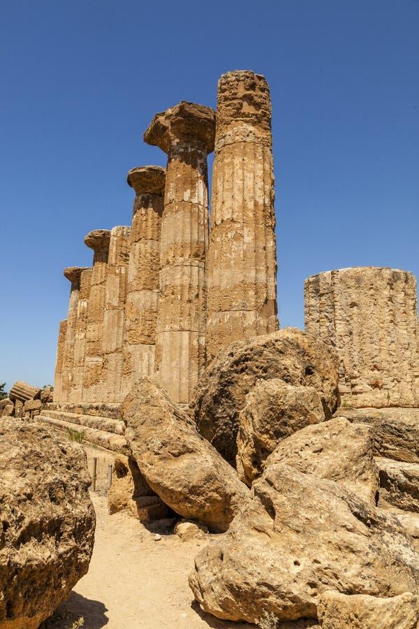 Hercules eller Heracles, tempelkolonner Det mest forntida av de Akragantine templen Tempel dal, Agrigento, Sicilien royaltyfria foton