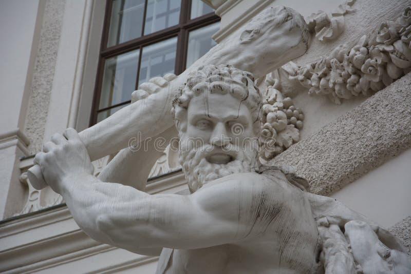 Hercules que luta o Hydra, palácio de Hofburg, Wien, Áustria imagens de stock royalty free