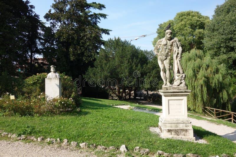 Hercules Statue in Salvi Garden stock foto