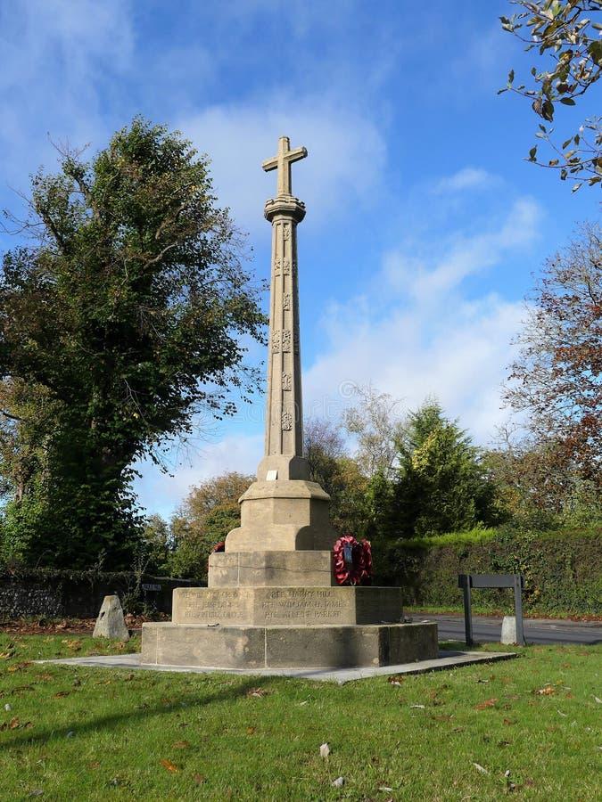 Herdenking van de Penn-oorlog in de kruising van Pauls Hill en Church Road, Penn Een Latijns kruis op een octagonale pijler, onth royalty-vrije stock foto's