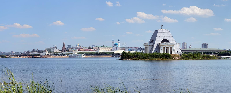 Herdenkings Kerk en Kazan het Kremlin, Rusland stock fotografie
