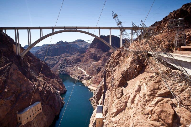 Herdenkingsbrugboog over Dam van de Rivier de nabijgelegen Hoover van Colorado stock foto