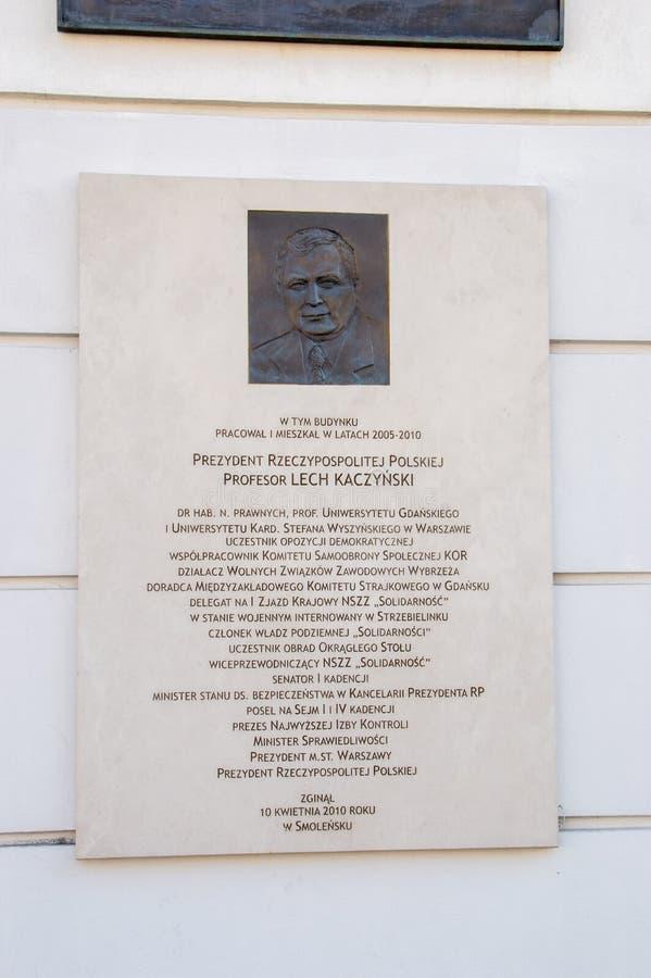 Herdenkingsplaque van Lech Kaczynski bij President Palace in Warshau stock afbeeldingen
