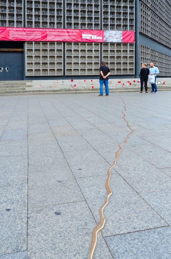 Herdenkingsspleet in geheugen van slachtoffers van terroristische aanslag dichtbij Kaiser Wilhelm Memorial Church, Berlijn, Duits royalty-vrije stock afbeelding