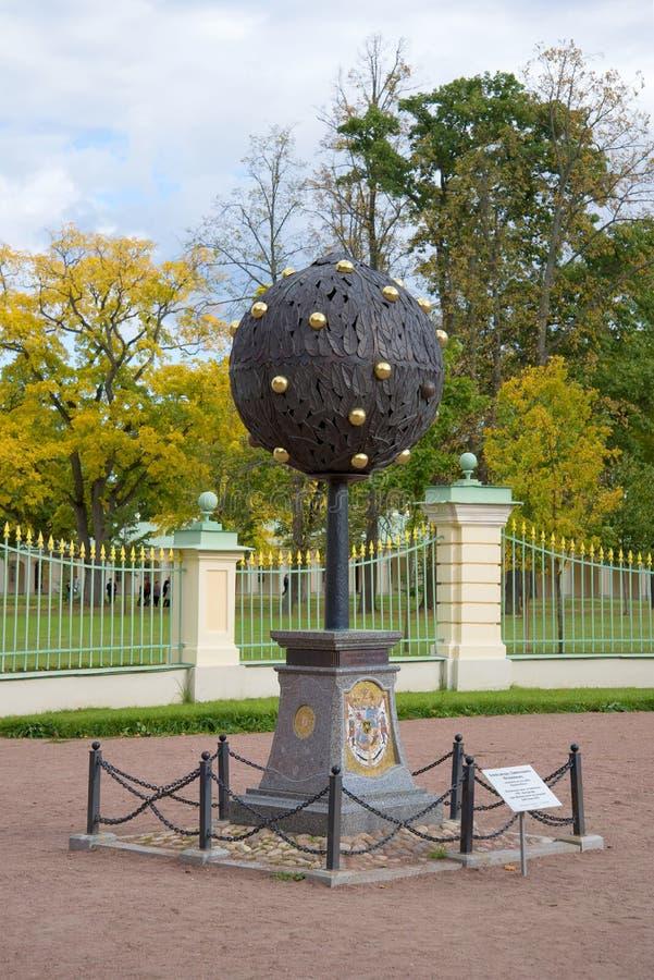 Herdenkingsteken Oranje boom ter ere van de stichter van Oranienbaum Menshikov, september-dag Oranienbaum, Rusland royalty-vrije stock afbeelding