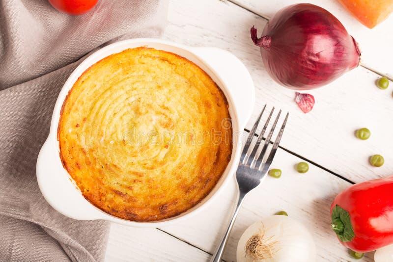 Herdes paj med potatisen royaltyfri foto