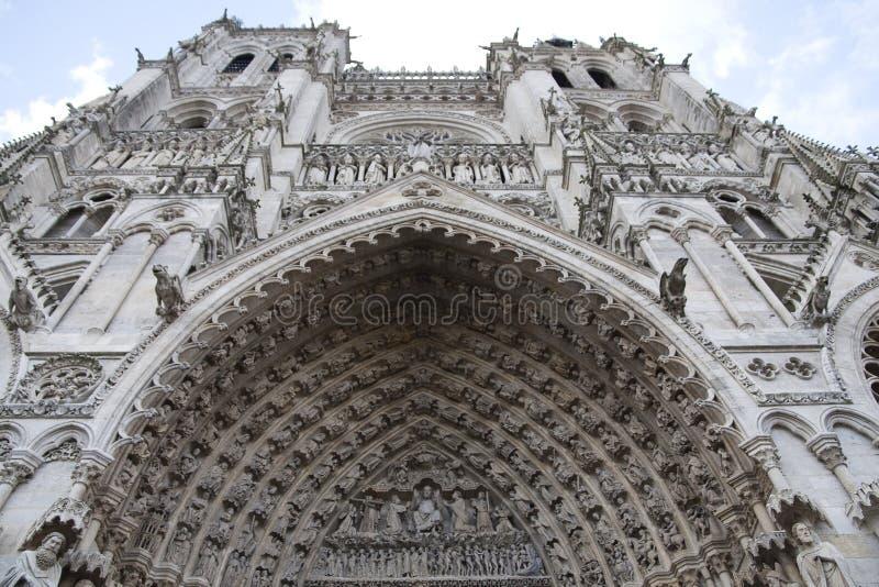 Hereinkommendes Amiens-Kathedrale-Hauptportal. stockbilder
