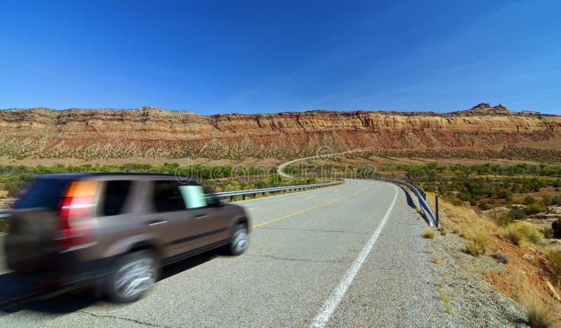 Hereinkommendes Denkmaltal des SUV Autos, Utah stockfotos