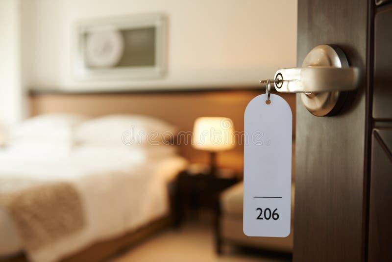 Hereinkommendes Hotelzimmer stockfotos