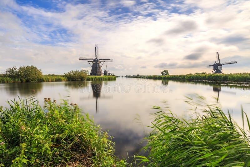 Herencia holandesa tradicional de la UNESCO del mundo de Kinderdijk de los molinoes de viento foto de archivo