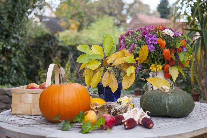 Herfst decoratie stock foto afbeelding 27299160 for Decoratie herfst