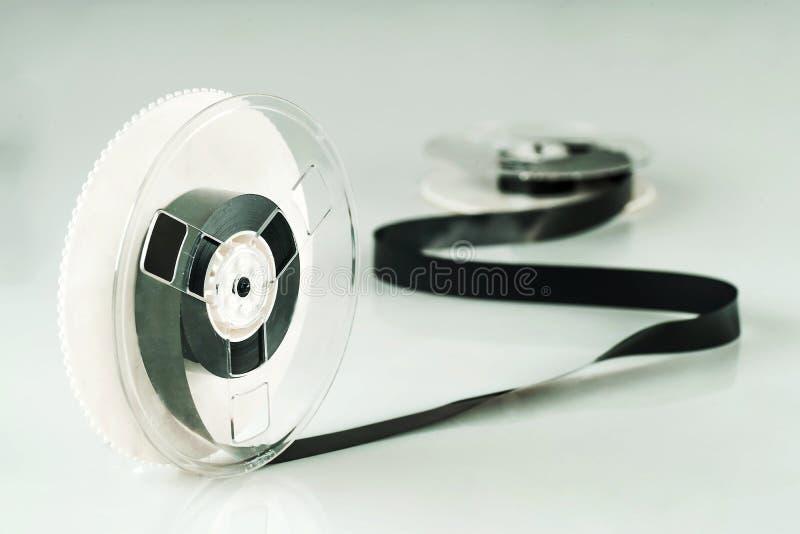 Herida de la cinta magnética en carretes imagen de archivo