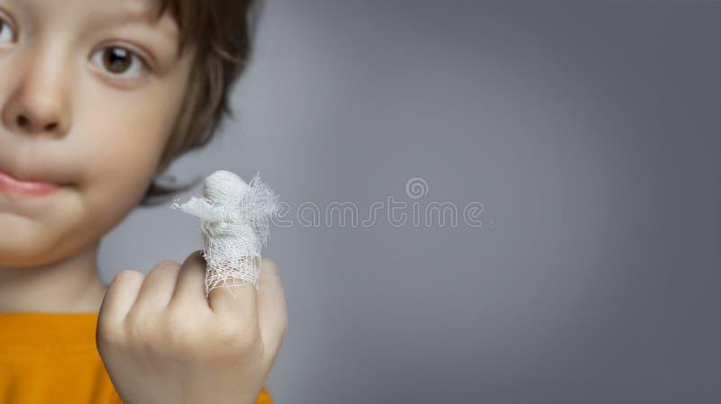 Herida, foco en el finger fotografía de archivo