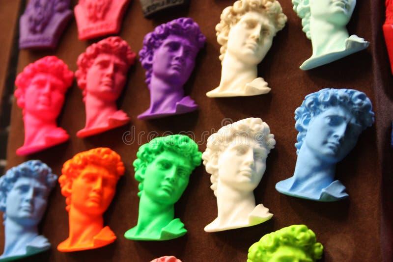 Herinneringsmagneten voor reizen aan Florence vele die hoofden van David op een rij, met heldere en briljante kleuren worden gekl royalty-vrije stock fotografie