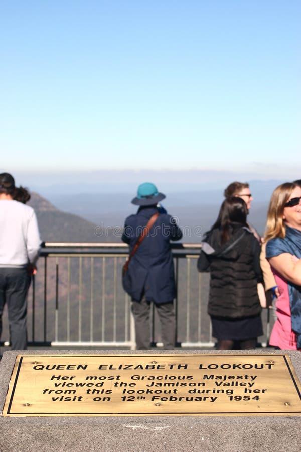 Herinneringsplaque op vooruitzichtpunt in herdenking van bezoek door Koningin Elizabeth II aan Blauw Bergen Nationaal Park in 195 stock afbeelding