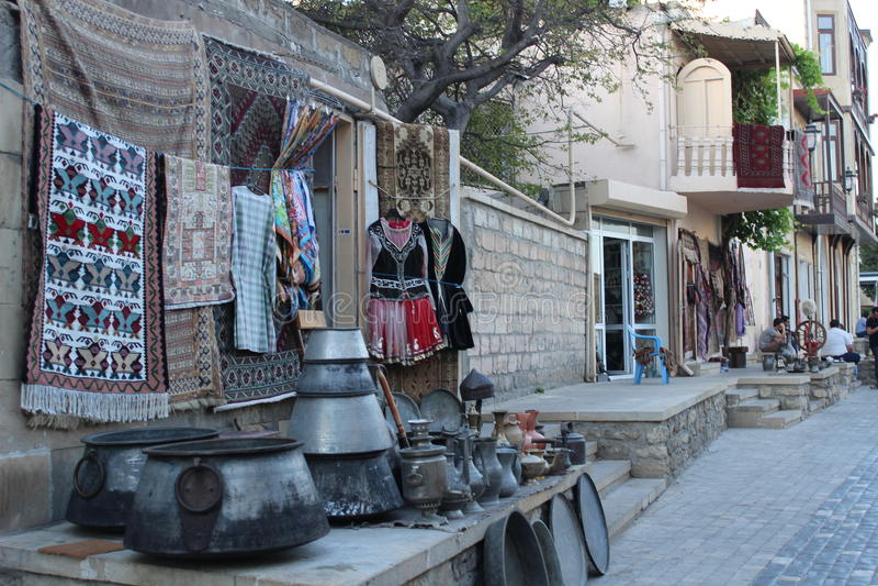 Herinneringstribune in Baku oude stad royalty-vrije stock afbeeldingen