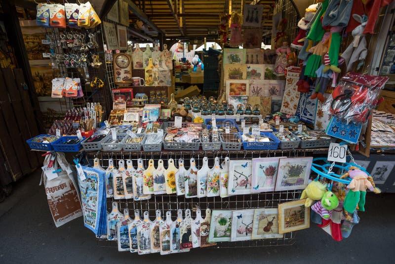 Herinneringswinkel bij beroemde Havels-Markt in eerste week van Komst in Kerstmis stock afbeelding