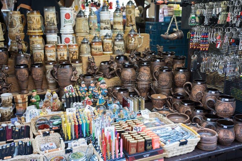 Herinneringswinkel bij beroemde Havels-Markt in eerste week van Komst in Kerstmis stock foto's