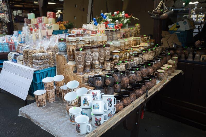 Herinneringswinkel bij beroemde Havels-Markt in eerste week van Komst in Kerstmis royalty-vrije stock foto's
