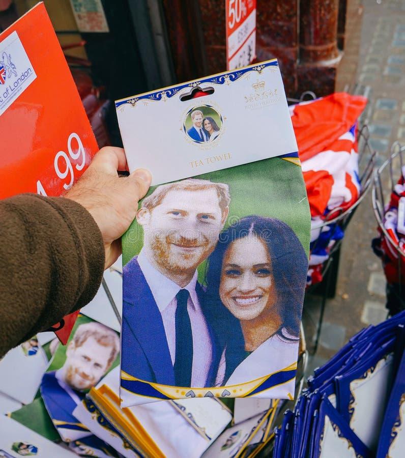 Herinneringswinkels die koninklijke huwelijksgiften verkopen stock afbeeldingen