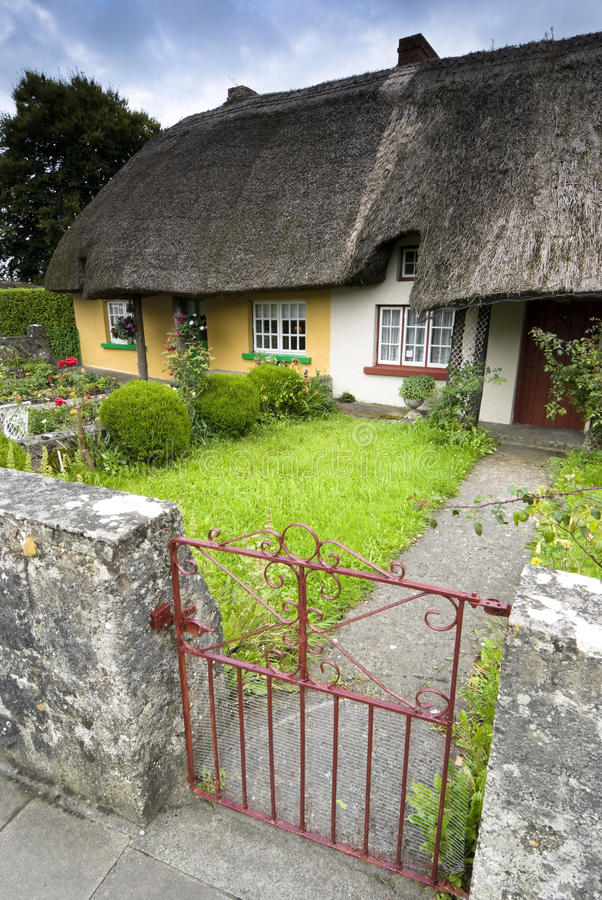 Download Heritage Cottage in Adare stock photo. Image of culture - 15670178
