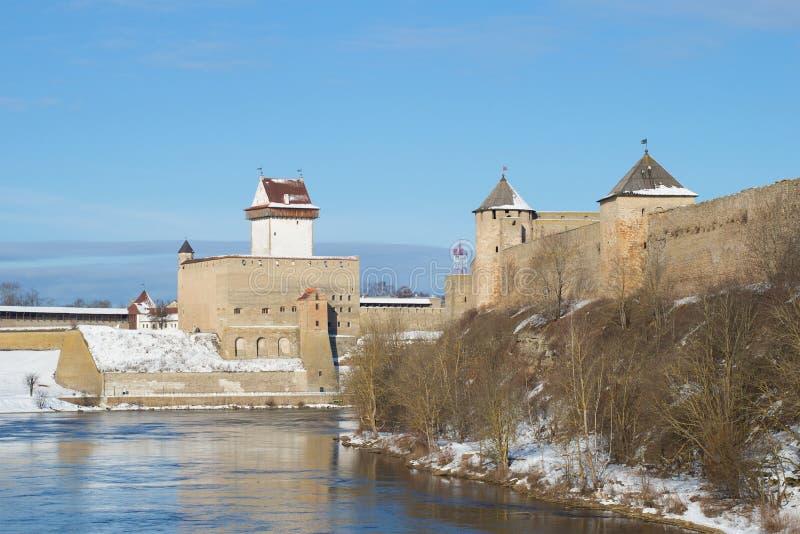 Herman& x27 s Castle και φρούριο Ivangorod Τα σύνορα μεταξύ της Εσθονίας και της Ρωσίας στοκ φωτογραφία με δικαίωμα ελεύθερης χρήσης