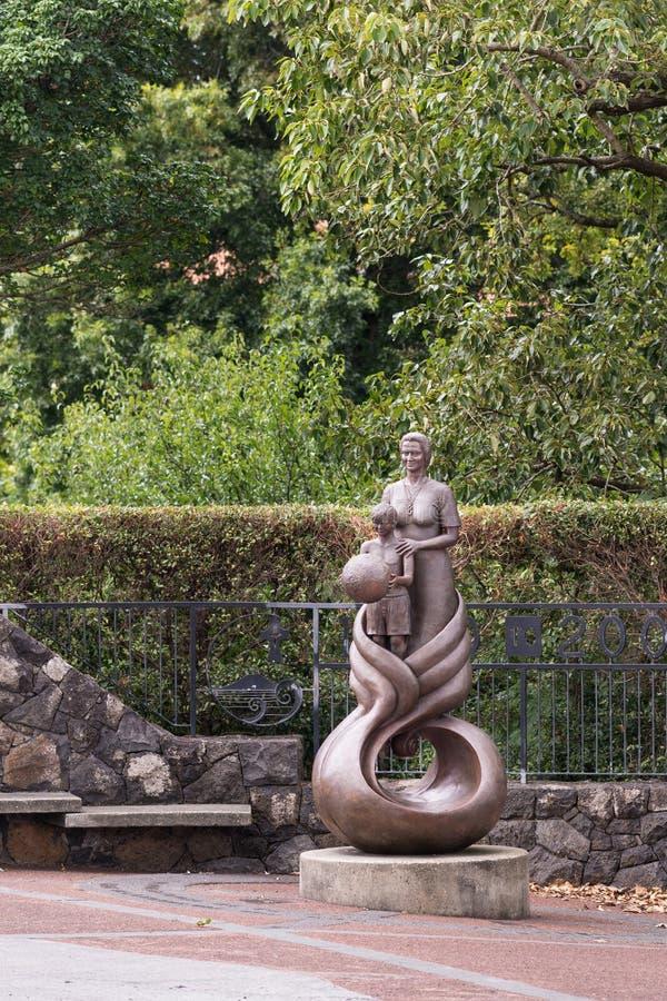 Hermanas de la estatua de la misericordia cerca de su escuela en Auckland imagen de archivo libre de regalías