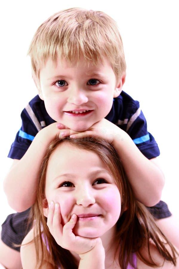 Hermano y hermana que se divierten imágenes de archivo libres de regalías