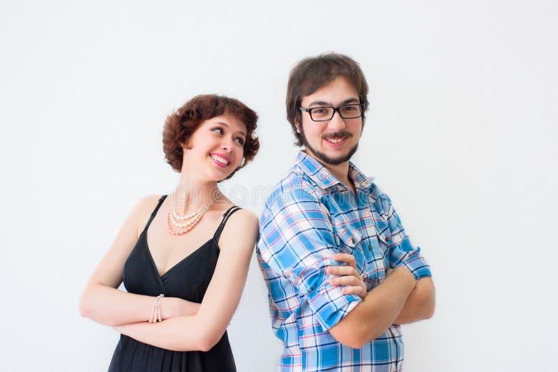 Hermano y hermana sonrientes fotografía de archivo libre de regalías