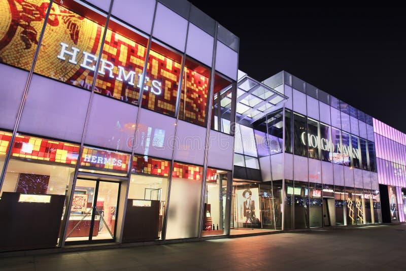 Hermes-afzet bij nacht, Dalian, China royalty-vrije stock foto's