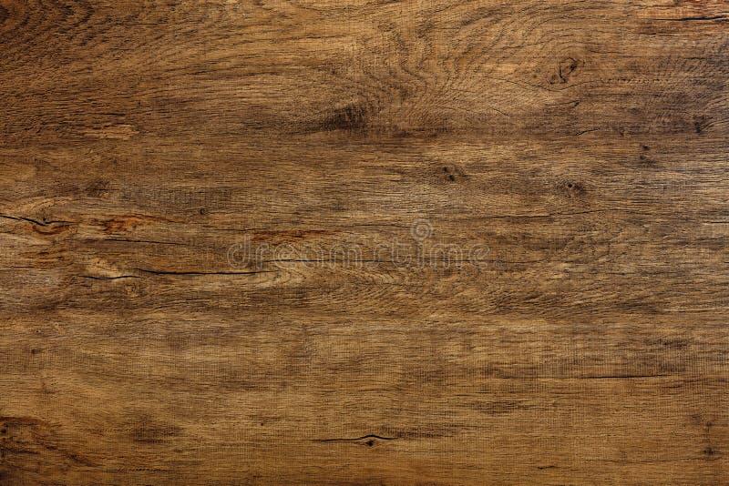 Hermosa textura de roble oscuro natural con grietas, manchas y un patrón horizontal de fibras imagen de archivo libre de regalías