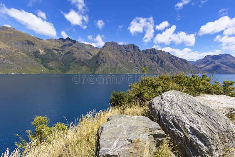 Hermosa vista al lago Wakatipu, cerca de Queenstown, Nueva Zelanda fotografía de archivo libre de regalías