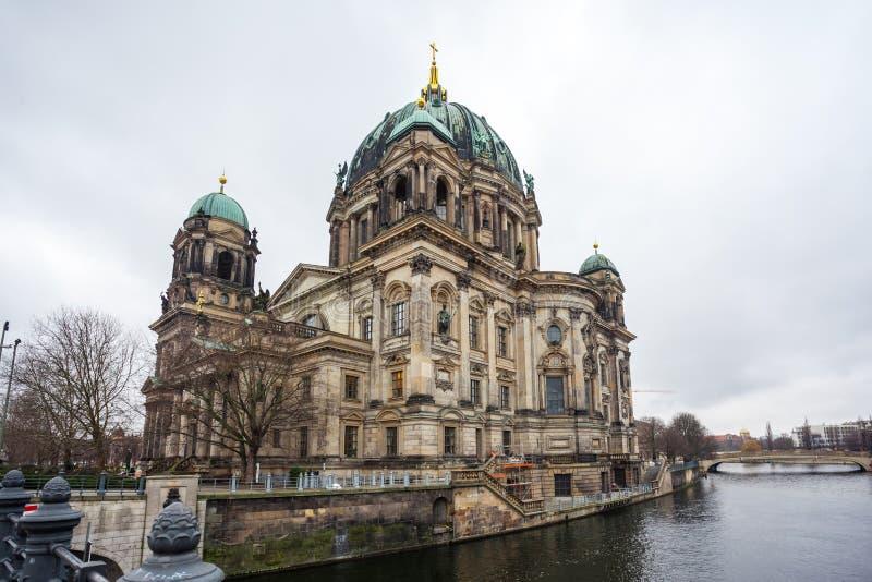 Hermosa vista de Berlin Cathedral Berliner Dom histórico en el fa fotografía de archivo