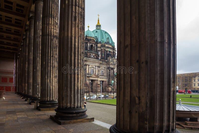 Hermosa vista de Berlin Cathedral Berliner Dom histórico en el fa imagenes de archivo