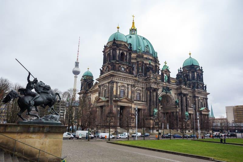 Hermosa vista de Berlin Cathedral Berliner Dom histórico en el fa fotos de archivo