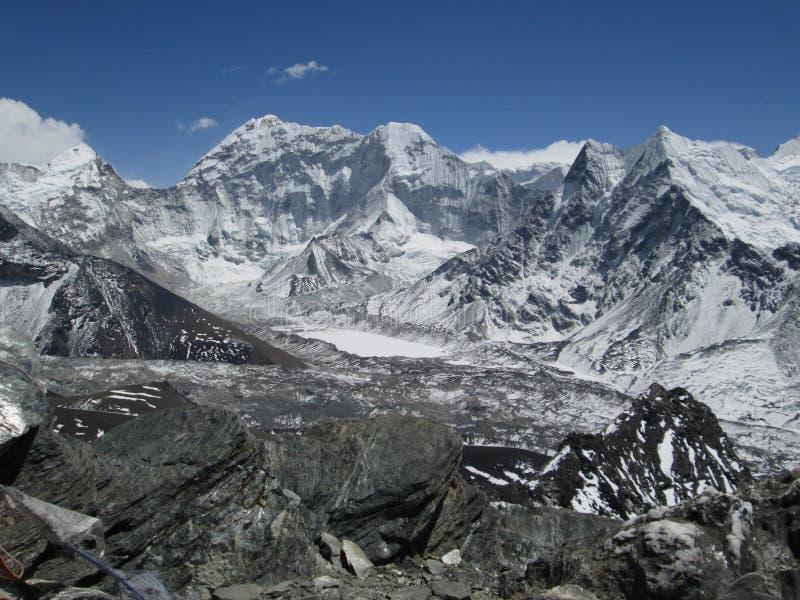 Hermosa vista de Chhukhung Ri fotografía de archivo