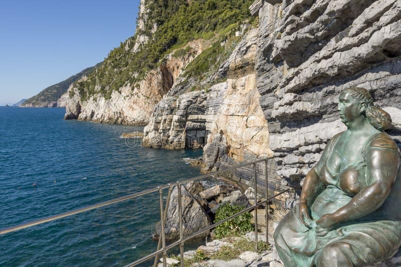 Hermosa vista de la costa de Portovenere hasta Cinque Terre y la cueva de Byron, Liguria, Italia imagen de archivo libre de regalías