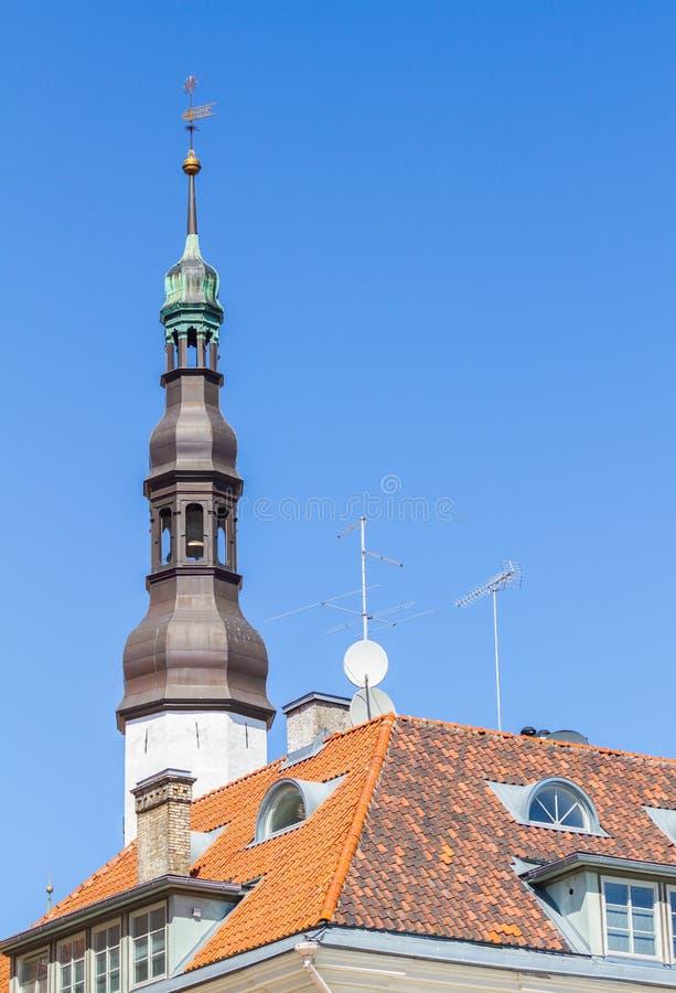 Hermosa vista de la iglesia del Espíritu Santo en Tallinn imágenes de archivo libres de regalías