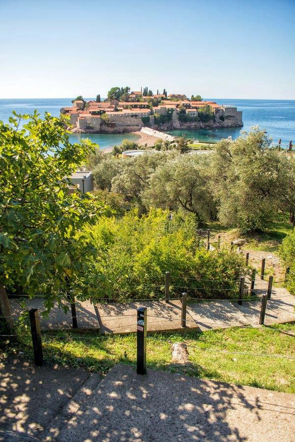 Hermosa vista de la isla de Sveti Stefan Budva, Montenegro imagenes de archivo