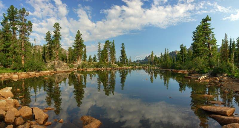 Hermosa vista de las monta?as de Sayan fotos de archivo libres de regalías