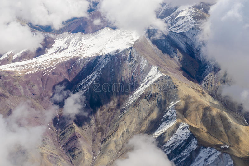 Hermosa vista de los aviones a las montañas de Himalaya fotografía de archivo libre de regalías