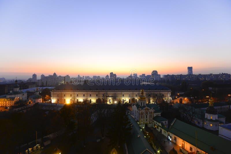 Hermosa vista del arsenal de igualación de Kiev y de Mystetskyi fotos de archivo