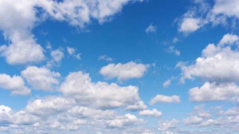 Hermosa vista del cielo azul y de nubes. foto de archivo