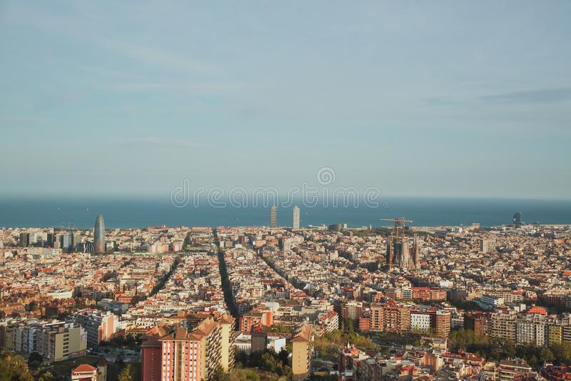 Hermosa vista del conjunto de Barcelona en la puesta del sol de la arcón Carmel foto de archivo libre de regalías